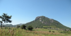 a village and mountain in Malawi near Moz border